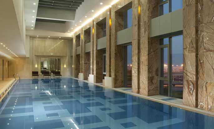 Hilton Beijing Capital Airport, China – Swimmingpool