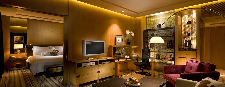 Hilton Beijing, China– Deluxe Suite mit King-Size-Bett