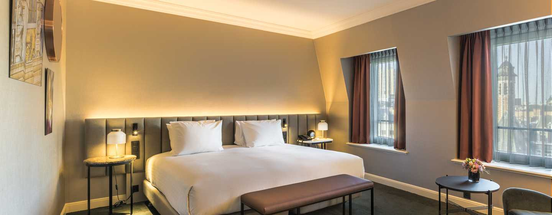 Hilton Brussels Grand Place Hotel, Belgien– Zimmer mit Kingsize-Bett