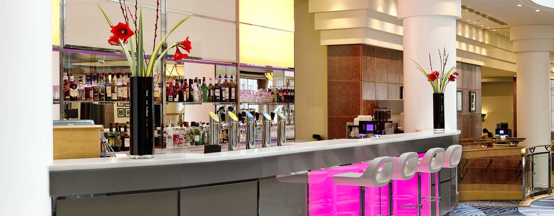 """Hilton Paris Charles de Gaulle Airport Hotel, Frankreich – Bar und Restaurant """"Skylight"""""""