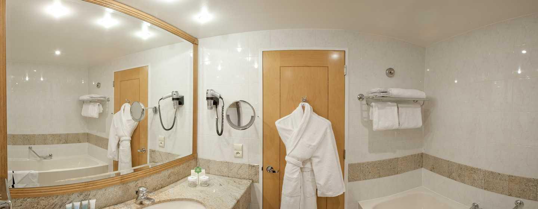 Hilton Zimmer mit King-Size-Bett – Badezimmer