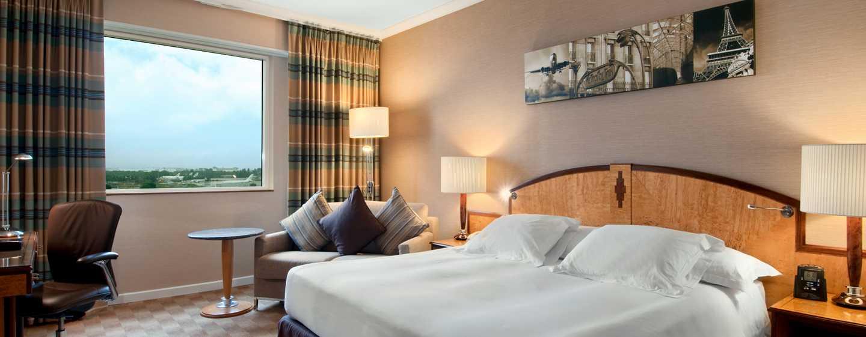 Hilton Paris Charles De Gaulle Airport Hotel, Frankreich – Zimmer mit King-Size-Bett