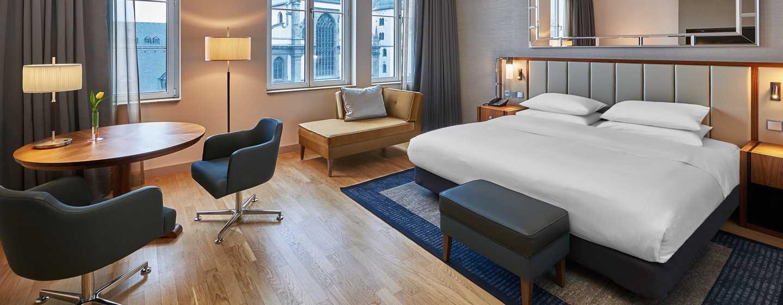 Hilton Cologne, Deutschland - Hilton King Deluxe Room mit Blick