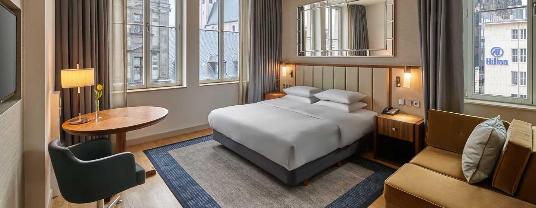 Hilton Cologne, Deutschland - KING-SIZE-BETT UND DOMBLICK