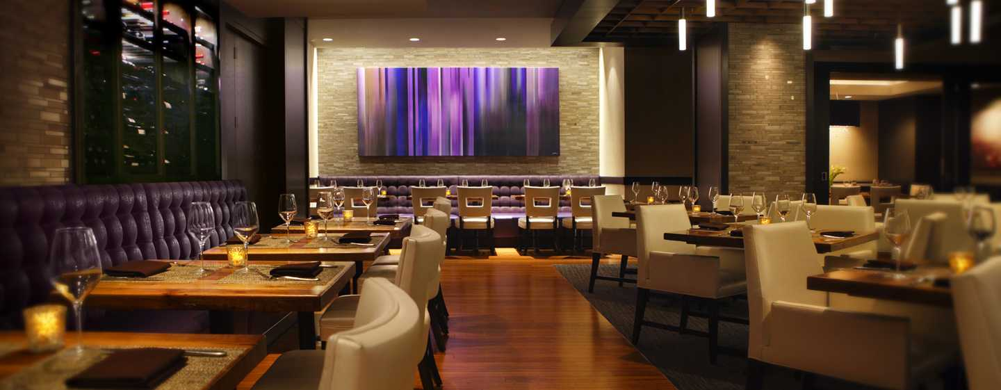 Hilton Chicago, Illinois – 720 South Bar & Grill