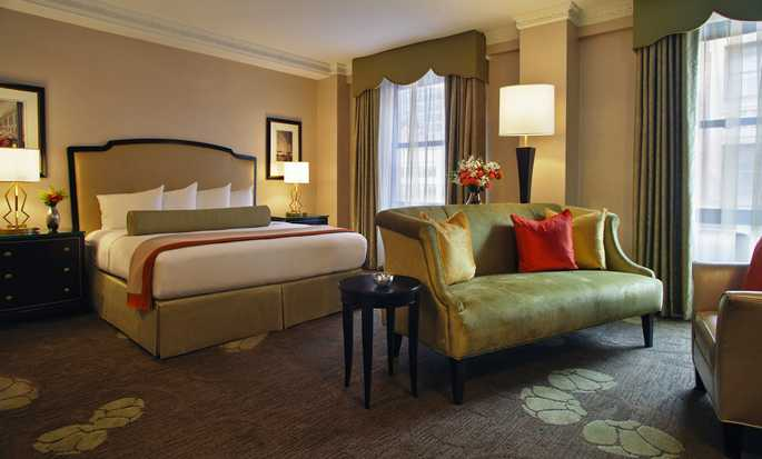 Palmer House® A Hilton Hotel, Chicago IL - Executive Zimmer