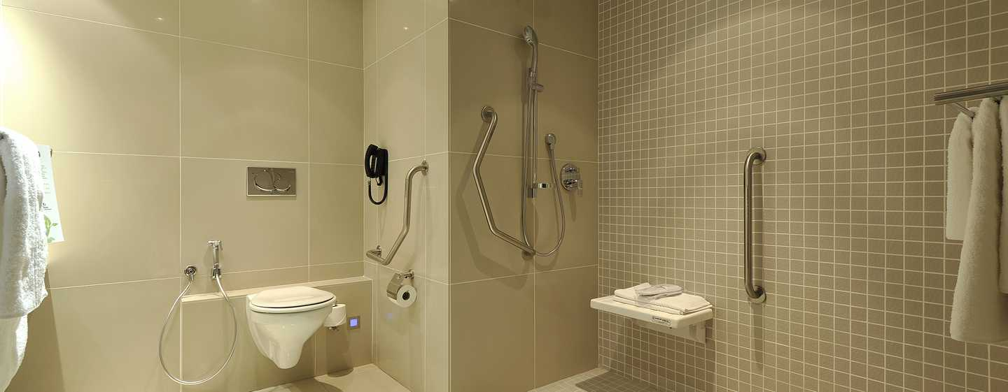 Hilton Cape Town City Centre – barrierefreies Badezimmer