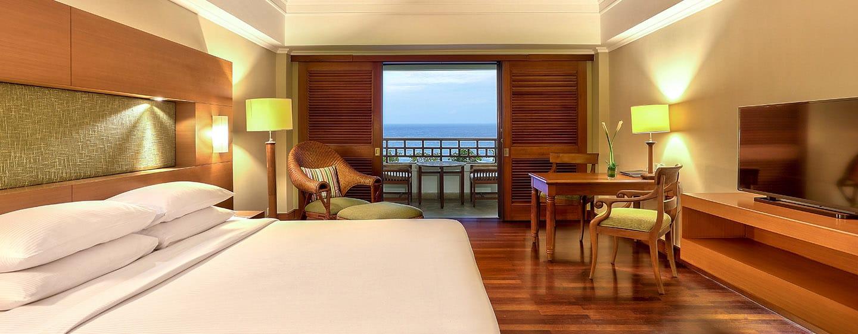 Hilton Bali Resort Hotel, Indonesien – Deluxe Zimmer mit Kingsize-Bett und Meerblick