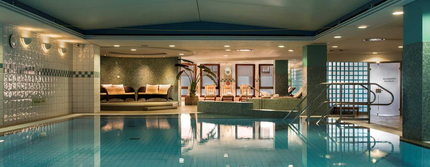 Hilton%20Dresden%20Hotel%20–%20LivingWell%20Health%20Club%20Indoor%20Swimming%20Pool