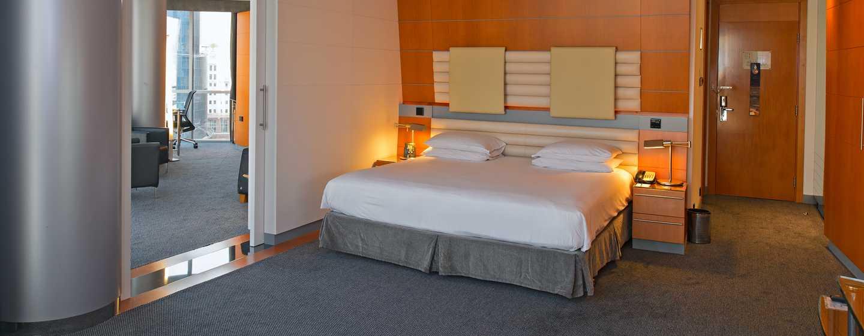 Hilton Dubai Creek Hotel, VAE– Deluxe Suite mit King-Size-Bett