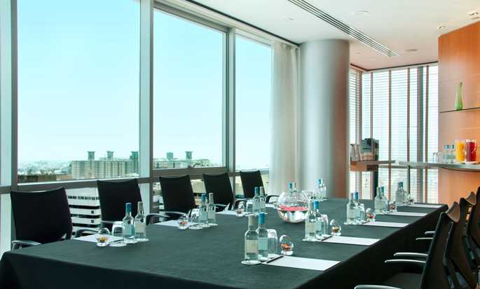 Hilton Dubai Creek Hotel, VAE – Meetingraum