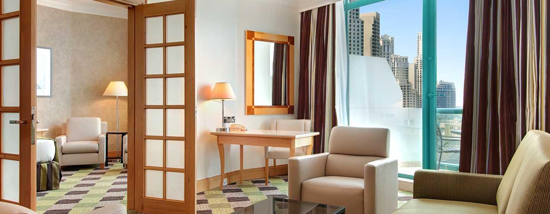 Hilton Dubai Jumeirah Hotel, Dubai, VAE– Executive Suite mit Kingsize-Bett