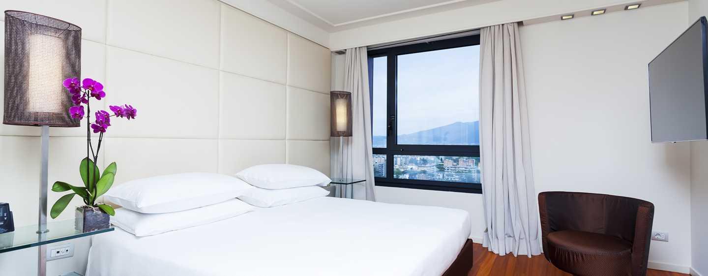 Hilton Florence Metropole Hotel, Italien– Suite mit Kingsize-Bett