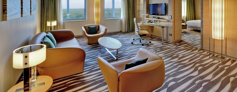 Hilton Frankfurt Airport Hotel, Deutschland– Deluxe Suite mit Kingsize-Bett