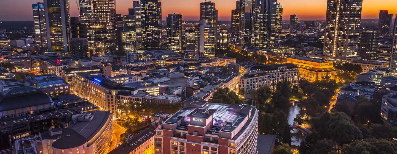 Hilton Frankfurt City Centre Hotel, Deutschland– Frankfurter Skyline bei Nacht
