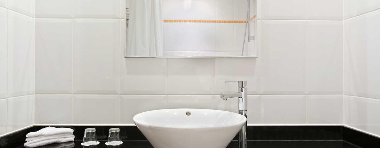 englische badezimmer englische grn englische badezimmer. Black Bedroom Furniture Sets. Home Design Ideas