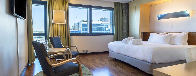Hilton Helsinki Airport, Finnland– Executive Plus Zimmer mit Kingsize-Bett