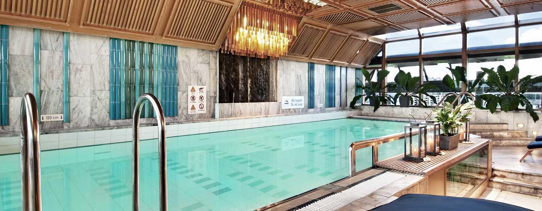 Hilton Helsinki Strand Hotel, Finnland– Swimmingpool und Fitnesscenter auf der obersten Etage