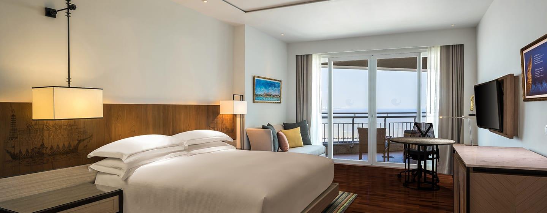 Hilton Hua Hin Resort & Spa Hotel, Thailand – Executive Zimmer mit Kingsize-Bett und Meerblick