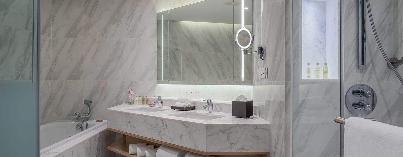 Hilton Hua Hin Resort & Spa Hotel, Thailand – Executive Suite mit Meerblick, Badezimmer der Suite