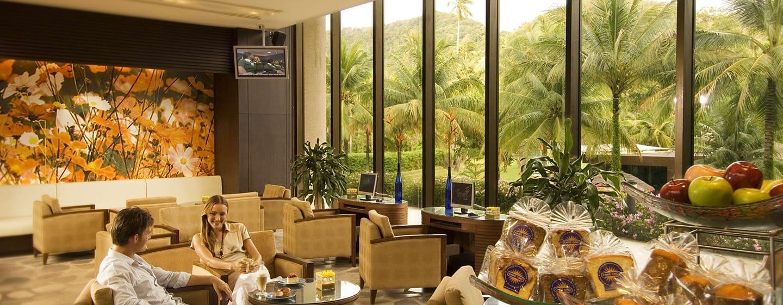 """Hilton Phuket Arcadia Resort & Spa Hotel, Thailand– Außenansicht– """"Caffè Cino"""""""
