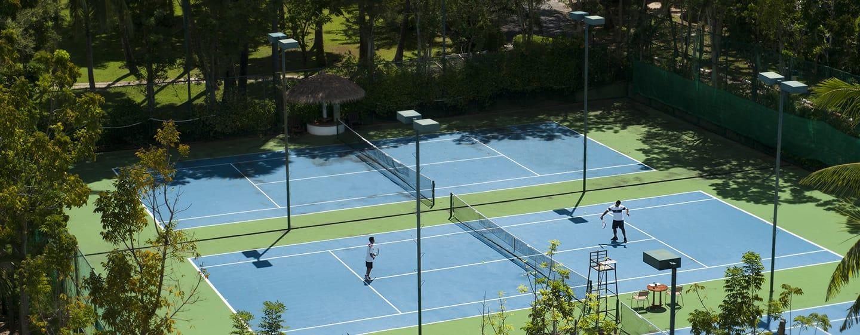 Hilton Phuket Arcadia Resort & Spa Hotel, Thailand– Außenansicht– Tennisplatz