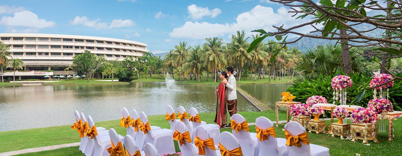 Hilton Phuket Arcadia Resort & Spa Hotel, Thailand– Hochzeit nach thailändischem Ritual– Rasenfläche des Spa