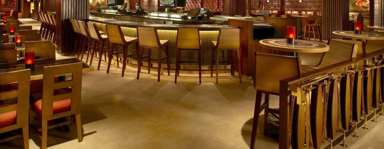 Hilton Hawaiian Village Waikiki Beach Resort Hotel, Honolulu, Hawaii, USA– Tropics Bar & Grill