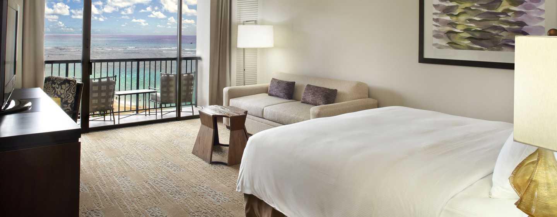 Hilton Hawaiian Village Waikiki Beach Resort Hotel, Honolulu, Hawaii, USA–Zimmer im Ali'i Tower mit King-Size-Bett und Meerblick