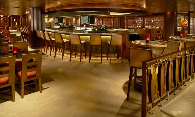 Hilton Hawaiian Village Waikiki Beach Resort Hotel, Honolulu, Hawaii, USA – Tropics Bar & Grill