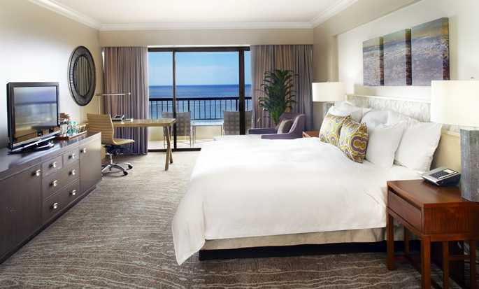 Hilton Hawaiian Village Waikiki Beach Resort, Honolulu, Hawaii, USA – Zimmer im Rainbow Tower mit King-Size-Bett direkt am Meer