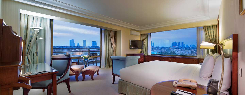 Hilton Istanbul Bosphorus Hotel, Türkei– Terrassenzimmer mit Blick auf den Bosporus
