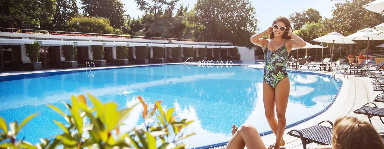 Hilton Istanbul Bosphorus, Türkei– Am Swimmingpool