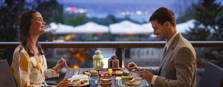 Hilton Istanbul Bosphorus, Türkei– Veranda Bar und Terrasse, Abendessen
