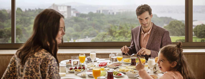 Hilton Istanbul Bosphorus, Türkei– Frühstück im Restaurant Bosphorus Terrace