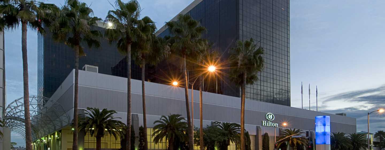 Hilton Los Angeles Airport Hotel, Kalifornien – Außenansicht bei Nacht
