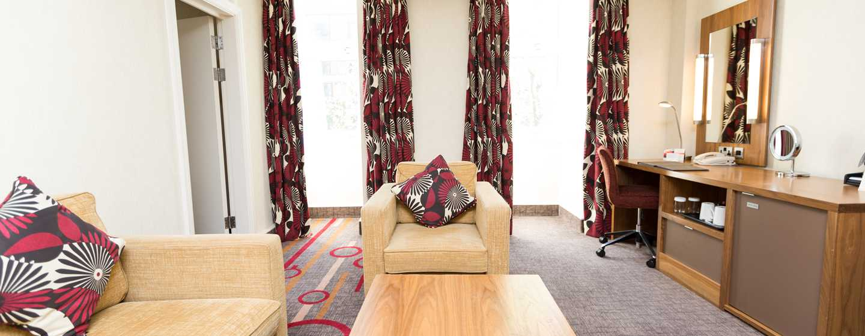 Hilton London Olympia, Großbritannien - Hilton Suite mit Doppelbett