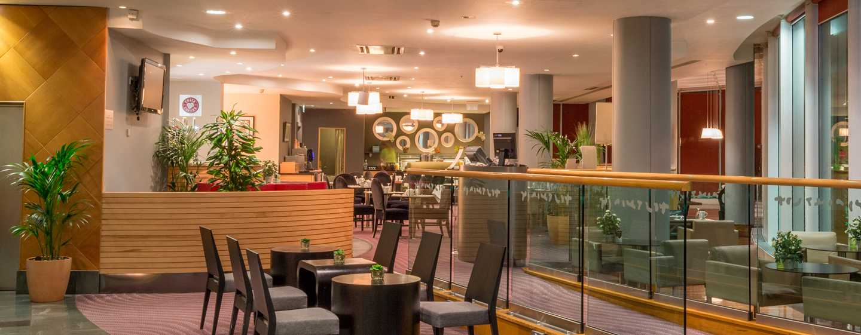 "Hilton London Angel Islington Hotel, Großbritannien -Bar und Restaurant ""Axis"""