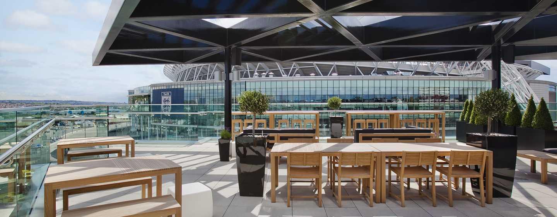 Hilton London Wembley, Großbritannien - Genießen Sie den Blick auf das Stadion von der hoteleigenen Sky Bar 9