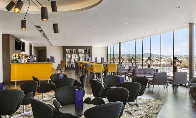 Hilton London Wembley, Großbritannien - Sky Bar 9
