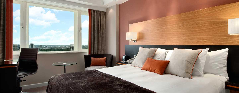 Hilton London Metropole Hotel– Hilton Deluxe Zimmer mit King-Size-Bett
