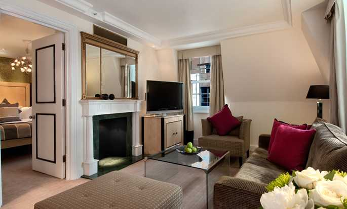 Hilton London Metropole Hotel – Suite mit King-Size-Bett
