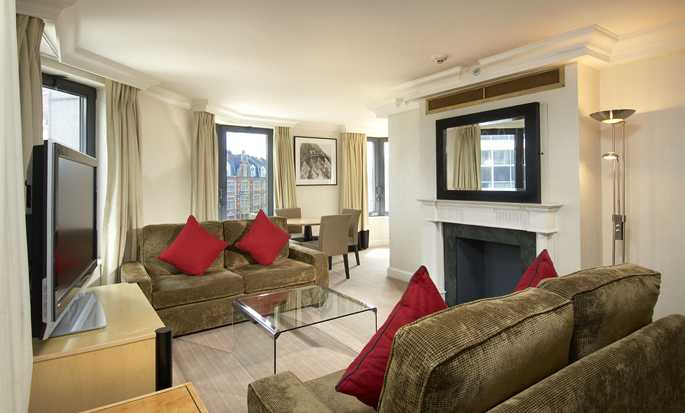 Hilton London Metropole Hotel – Octagon Suite mit King-Size-Bett