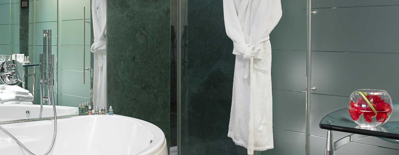 hilton madrid airport hotel hotel am flughafen madrid barajas mad. Black Bedroom Furniture Sets. Home Design Ideas