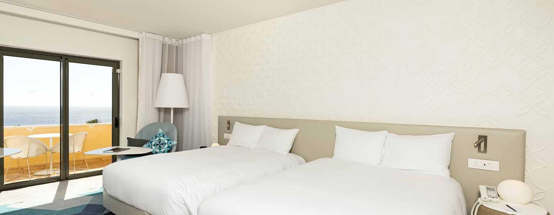 Hilton Malta Hotel, San Ġiljan, Malta – Deluxe Zimmer mit Meerblick