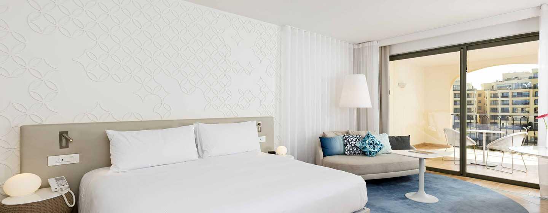Hilton Malta Hotel, San Ġiljan, Malta – Deluxe Zimmer mit Ausblick auf den Jachthafen
