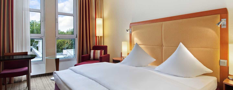Hilton Nuremberg– Zimmer mit Kingsize-Bett