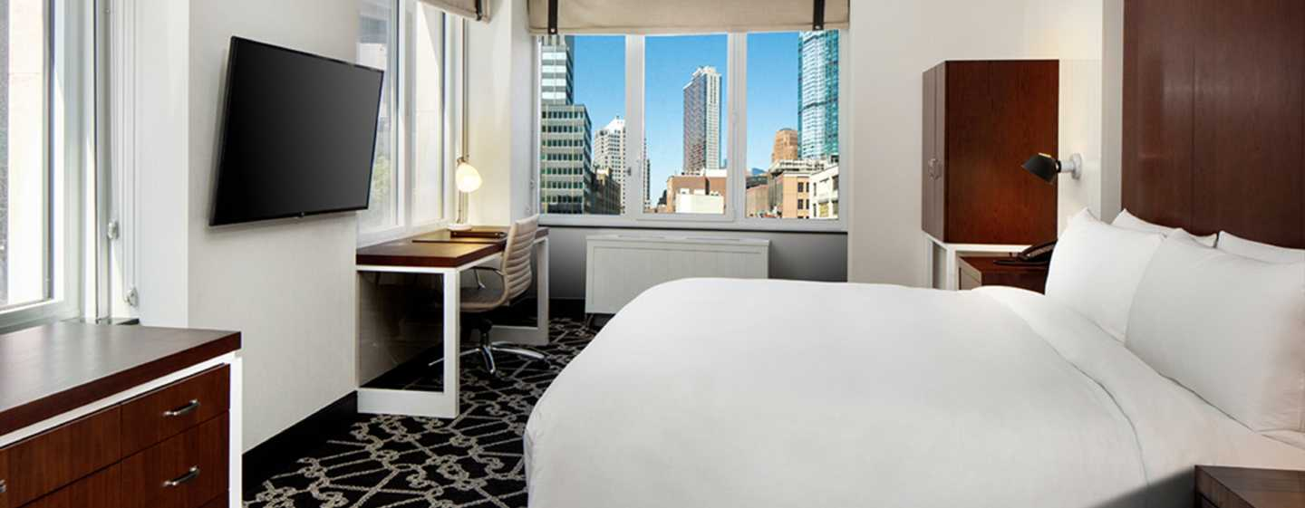 Hilton Brooklyn New York, USA – Deluxe Zimmer mit Kingsize-Bett
