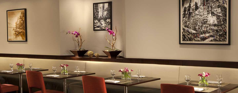 Im dritten Stockwerk des Millennium Hilton New York Downtown werden Ihnen köstliche Speisen servier