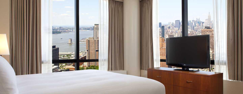 Aus dem Schlafzimmer der Suite haben Sie einen schönen Blick auf New York